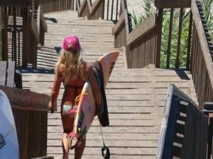 ピンクの帽子がよく似合う、とってもかわいいカリフォルニアサーファーガールもきてました。